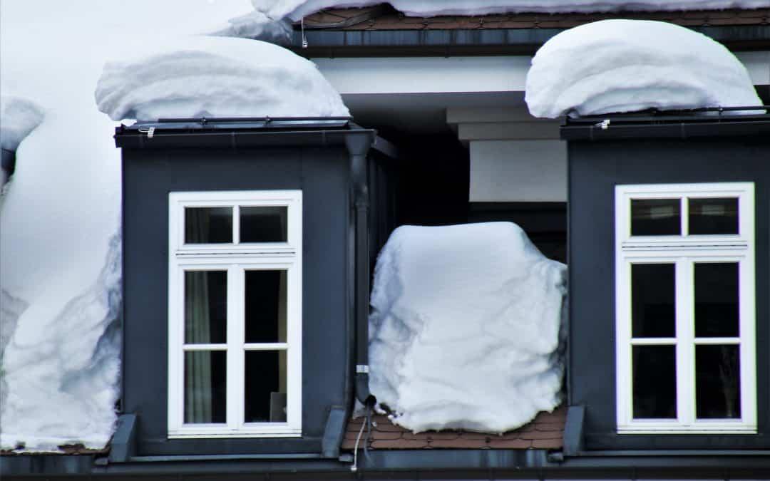 Jak zadbać o okna dachowe zimą?