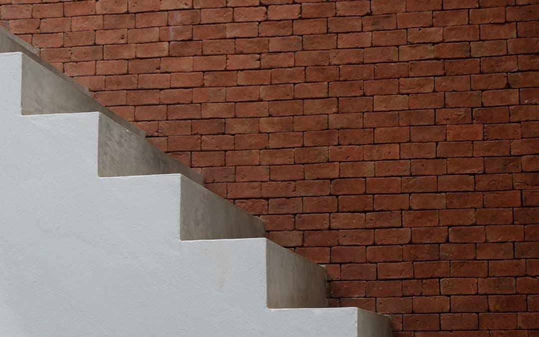 Wykończenie schodów żelbetowych